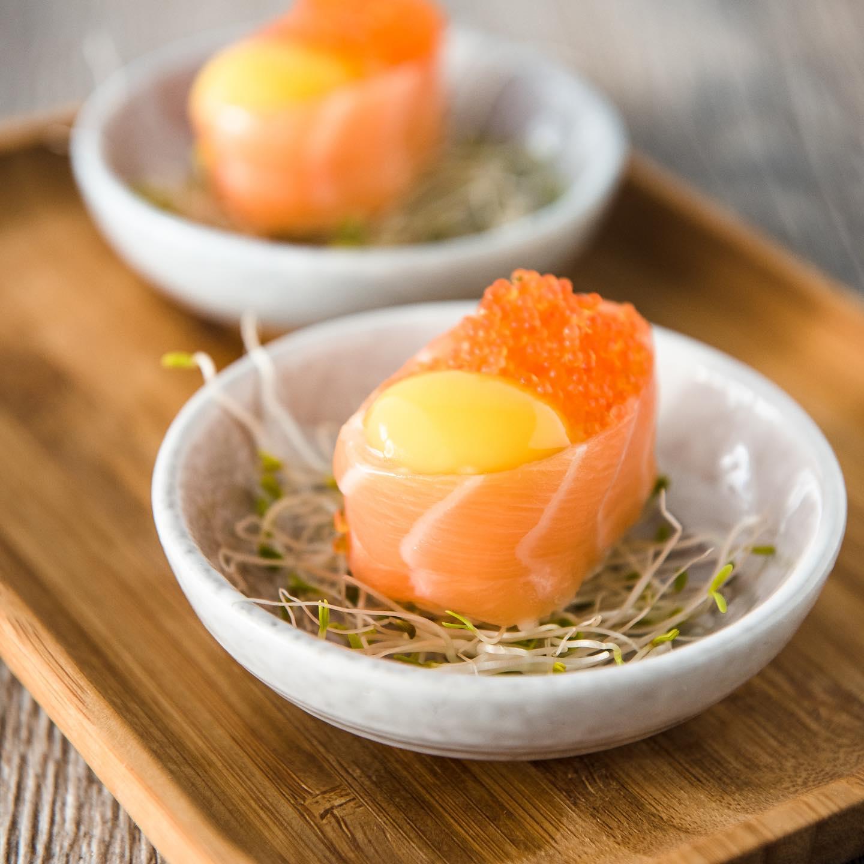 Sushi fusion - Renata et Marcio Machado, les créateurs de Sushi Fusion, vous proposent des assortiments de sushis, makis, sashimis au goût unique réalisés par le Chef dans son atelier au Teich, sur le Bassin d'Arcachon. « Ce qui nous différencie ? L'alliance de recettes japonaises avec la culture brésilienne. Sushi Fusion s'adresse à tous les gourmands et gourmets, qu'ils soient particuliers ou professionnels. Vous aussi, découvrez le goût unique des sushis et makis du Chef Marcio. Des cours de cuisine amateurs et avancés sont également prévus les samedis matins pour les habitants et les entreprises du Bassin afin de favoriser la cohésion d'équipe.